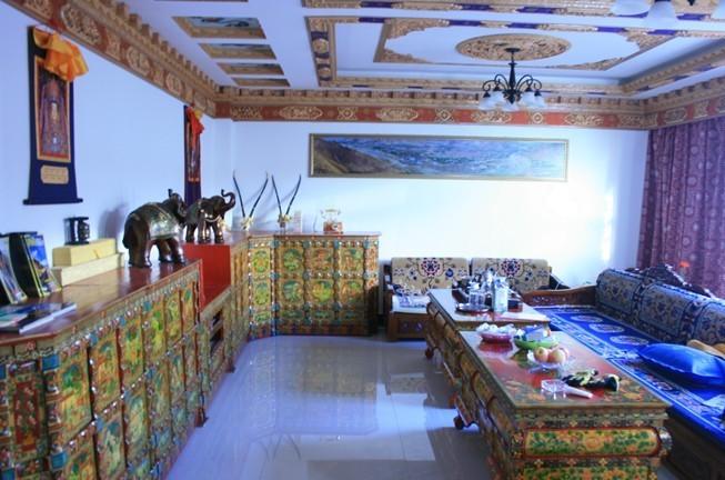 房子介绍:藏式别墅区,藏式装修